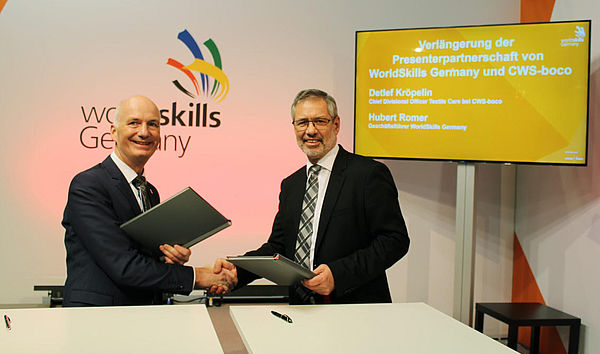 Hubert Romer (links), Geschäftsführer von WorldSkills Germany und Detlef Kröpelin, Chief Divisional Officer Textile Care bei CWS-boco